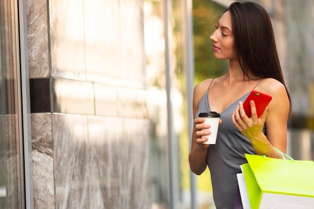 Przerwa na kawę kobieta z zakupów Darmowe Zdjęcia