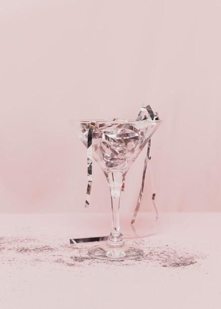Przezroczyste Szkło Wypełnione Srebrnym świecidełkiem Darmowe Zdjęcia