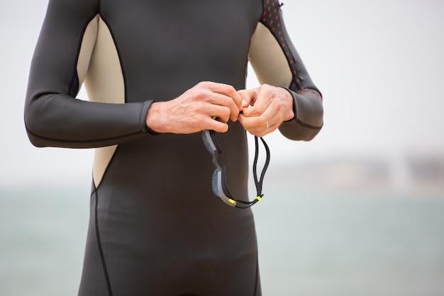 Przycięte Zdjęcie Pływaka Gospodarstwa Okulary Darmowe Zdjęcia