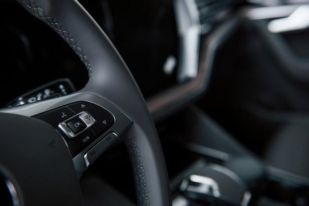 Przyciski Do Włączania świateł I Nie Tylko. Zamknij Widok Wnętrza Nowego, Nowoczesnego Samochodu Luksusowego Darmowe Zdjęcia