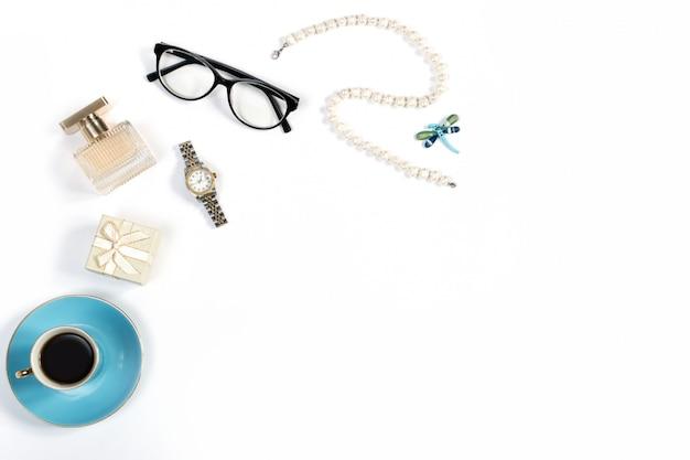 Przygotowania Luksusowe Kobiet Rzeczy Na Białym Tle, Kopii Przestrzeń Premium Zdjęcia