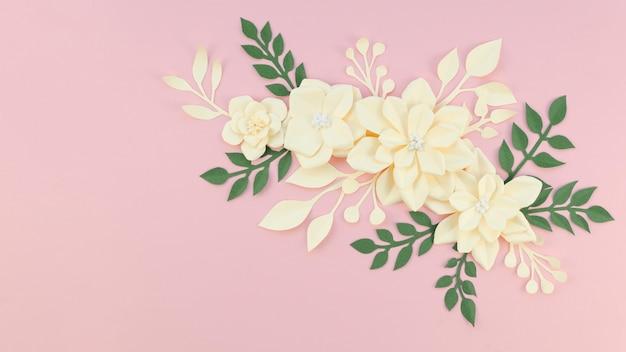 Przygotowania Z żółtymi Kwiatami I Różowym Tłem Darmowe Zdjęcia