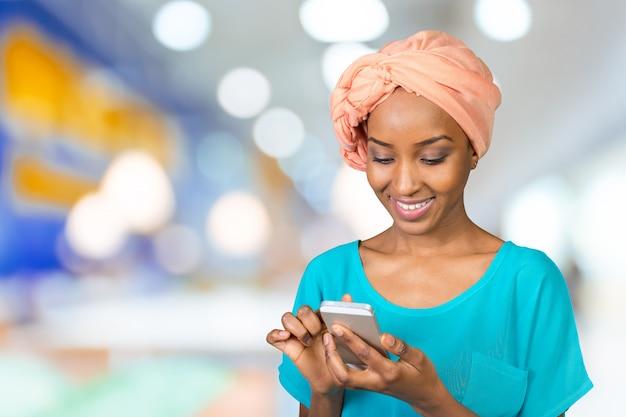 Przypadkowa kobieta sms-y na telefon Premium Zdjęcia
