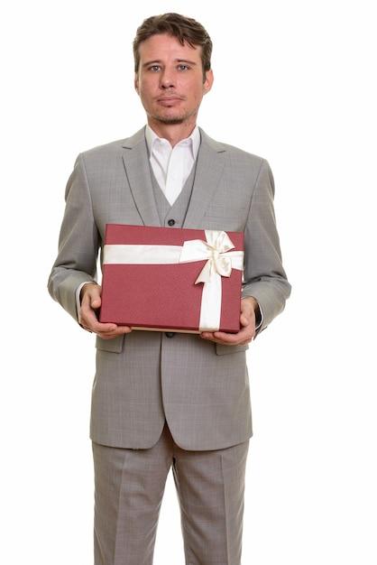 Przystojny Biznesmen Kaukaski Gospodarstwa Pudełko Gotowe Na Walentynki Premium Zdjęcia