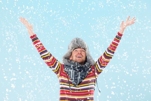 Przystojny Mężczyzna Doping Na śniegu Darmowe Zdjęcia