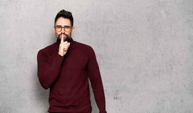 Przystojny mężczyzna z szkłami pokazuje znaka cisza gesta kładzenia palec w usta Premium Zdjęcia