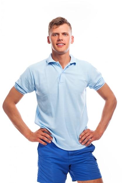 Przystojny młody chłopak w odzieży casual Darmowe Zdjęcia