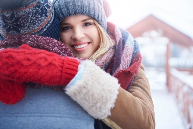 Przytulanie W Zimowy Dzień Darmowe Zdjęcia
