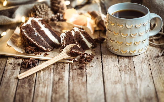 Przytulna Filiżanka Herbaty I Bułka Z Masłem Premium Zdjęcia