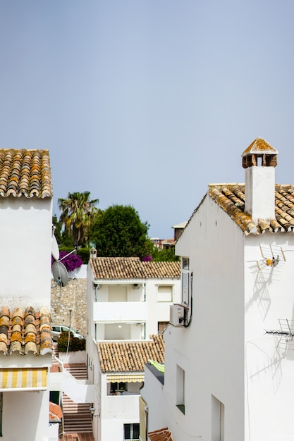 Przytulne uliczki małego miasteczka na południu hiszpanii Darmowe Zdjęcia