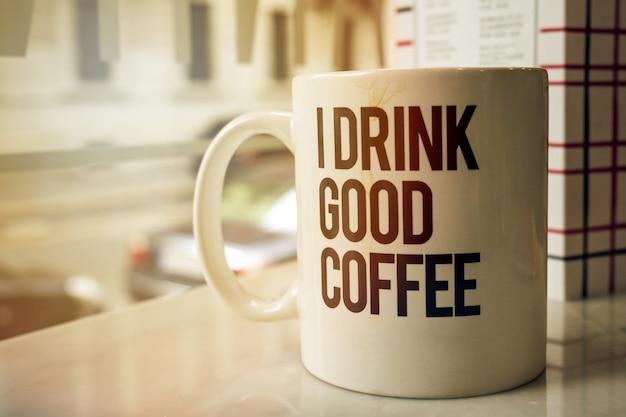 Puchar smacznej kawowej w kawiarni. poziomej z miejsca na kopię. tonowanie. Darmowe Zdjęcia