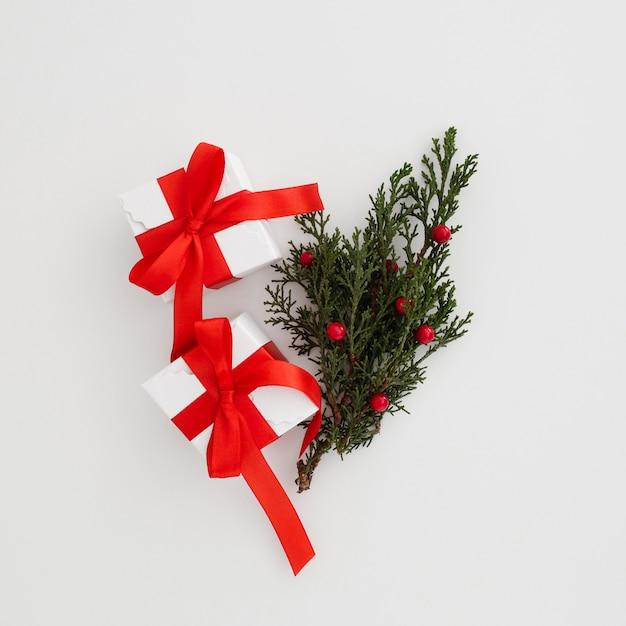 Pudełka na prezenty świąteczne z jemiołą Darmowe Zdjęcia