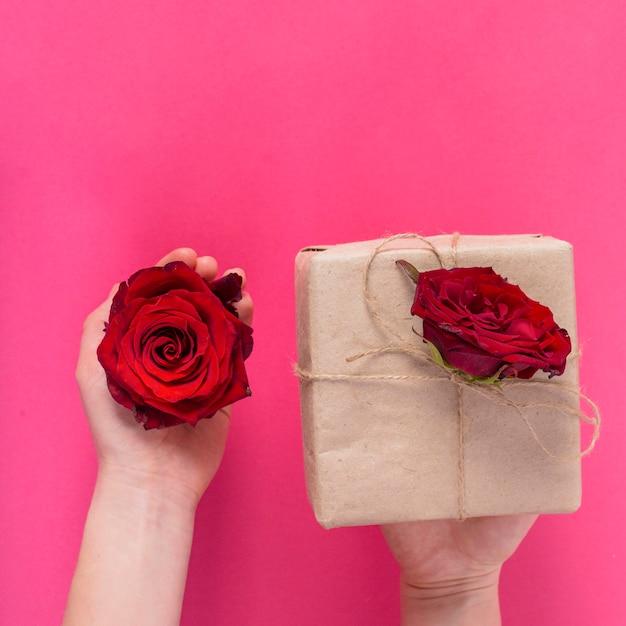 Pudełko Z Czerwonych Róż Darmowe Zdjęcia