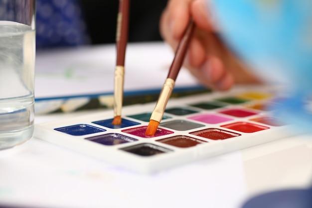 Punkt Pędzla W Farbie Akwarelowej Premium Zdjęcia