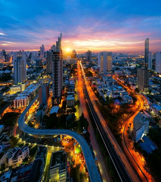 Punkt Widokowy Na Bangkok Z Rzeką Menam, Premium Zdjęcia