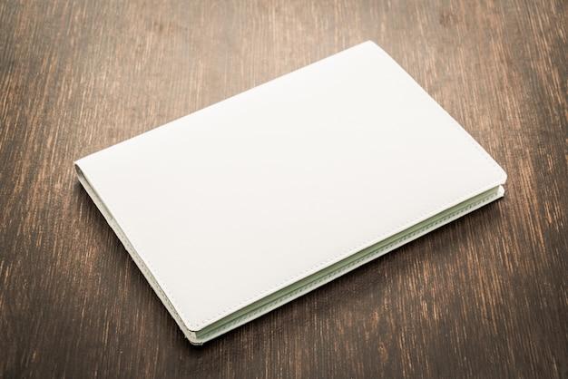 Pusta biała makieta książki Darmowe Zdjęcia