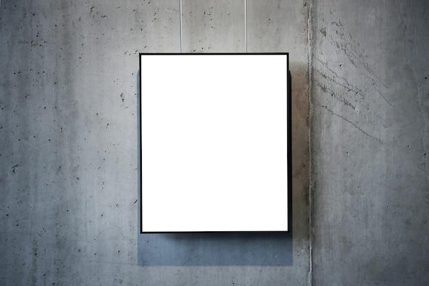 Pusta Biała Ramka Na Białym Tle Na ścianie Premium Zdjęcia