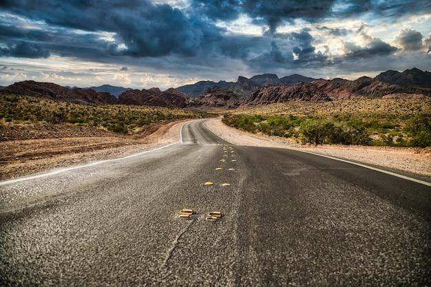 Pusta Droga W Red Rocks, Nevada. Darmowe Zdjęcia