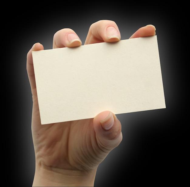 Pusta Karta W Dłoni Na Białym Premium Zdjęcia