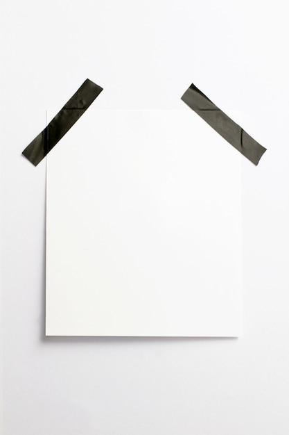 Pusta Ramka Z Miękkich Cieni I Czarnej Taśmy Klejącej Na Białym Tle Na Białym Papierze Darmowe Zdjęcia