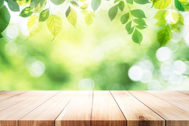 Pusta Tabela Dla Obecnego Produktu Na Zielonym Bokeh Premium Zdjęcia