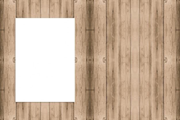 Puste Miejsce Składający Papierowy Plakatowy Obwieszenie Na Drewnianej ścianie, Szablonu Egzamin Próbny Up Dla Dodawać Twój Projekt. Darmowe Zdjęcia