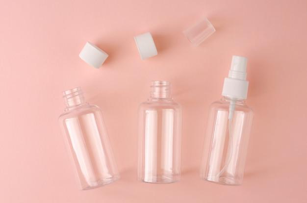 Puste Przezroczyste Butelki Dla Różnych Płynnych Produktów. Premium Zdjęcia