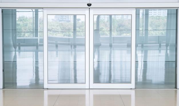 Puste zamknięte drzwi Darmowe Zdjęcia
