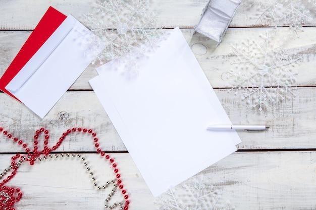 Pusty Arkusz Papieru Na Drewnianym Stole Z Długopisem Darmowe Zdjęcia