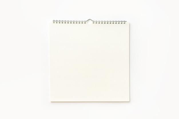Pusty Kalendarz ścienny Na Białym Tle. Premium Zdjęcia