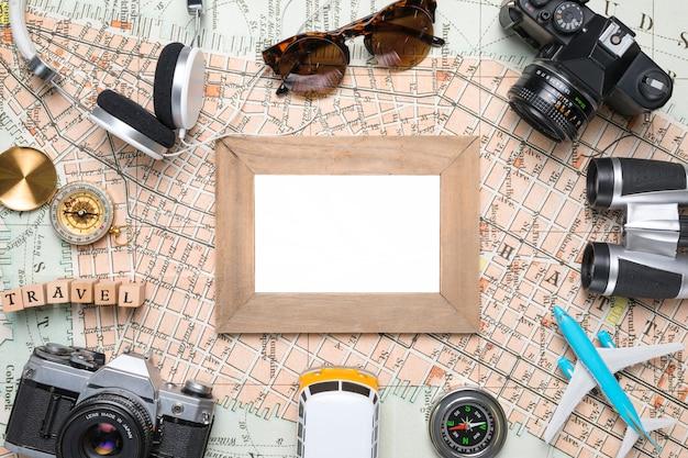 Pusty Obraz Otoczony Elementami Podróży Darmowe Zdjęcia