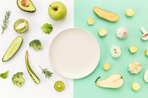 Pusty Talerz Otoczony Warzywami I Owocami Darmowe Zdjęcia