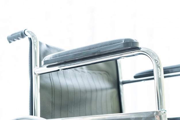 Pusty Wózek Inwalidzki W Pokoju Premium Zdjęcia