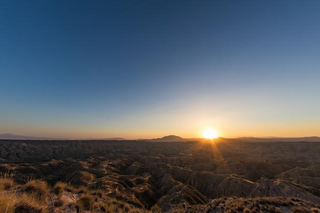 Pustynia gorafe w świetle letniego zachodu słońca Premium Zdjęcia
