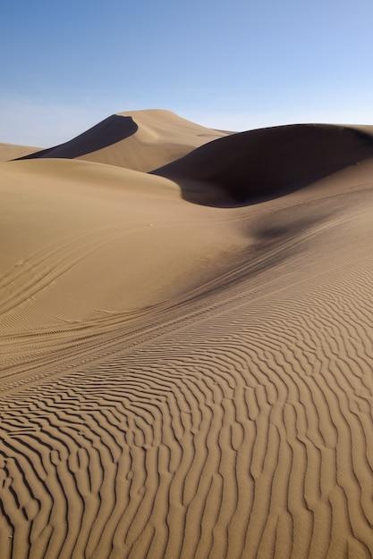 Pustynne Wydmy Huacachina W Peru Premium Zdjęcia