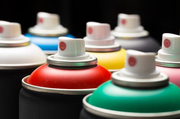 Puszki Farby W Sprayu Z Bliska Premium Zdjęcia