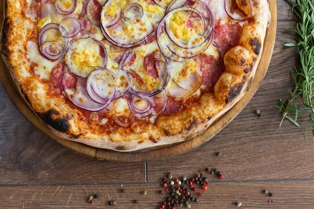 Pyszna Pizza, Tradycyjna Włoska Pizza. Darmowe Zdjęcia