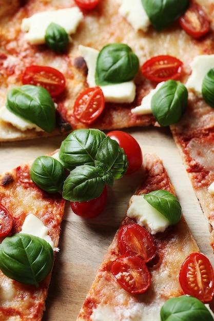 Pyszna Pizza Z Bazylią Darmowe Zdjęcia
