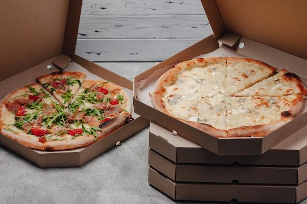 Pyszna Włoska Pizza W Pudełku Po Pizzy Darmowe Zdjęcia