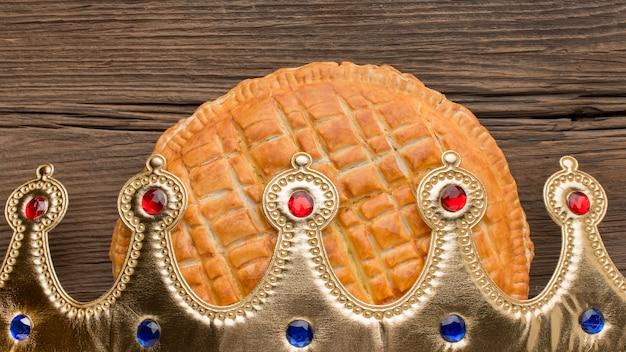 Pyszne Ciasto Epiphany Deser Widok Z Przodu Korona Premium Zdjęcia