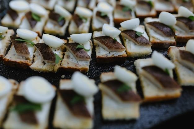 Pyszne kanapki jako danie eventowe Premium Zdjęcia