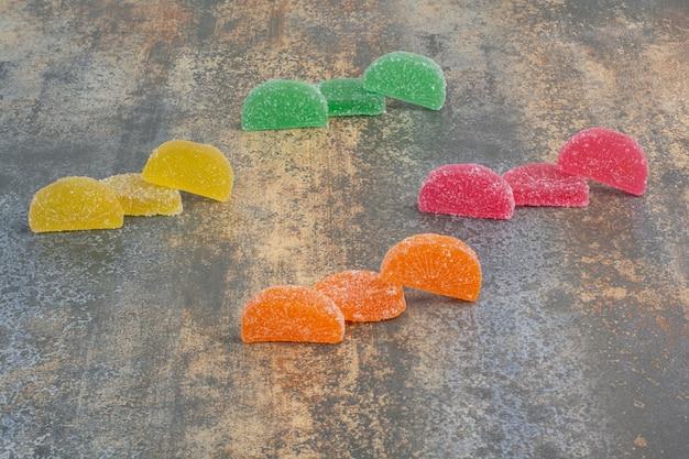 Pyszne Kolorowe Marmolady Na Tle Marmuru. Wysokiej Jakości Zdjęcie Darmowe Zdjęcia