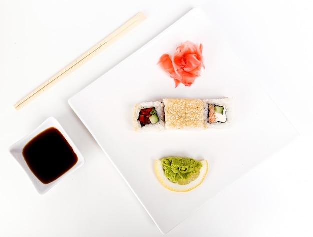 Pyszne Sushi Na Czarnym Talerzu Darmowe Zdjęcia