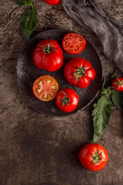 Pyszne, świeże Pomidory Na Talerzu Darmowe Zdjęcia