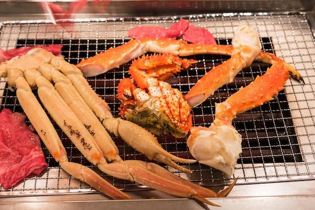 Pyszny Grillowany Talerz Z Owocami Morza, Nóżki Z Kraba Królewskiego I Beeg Premium Zdjęcia