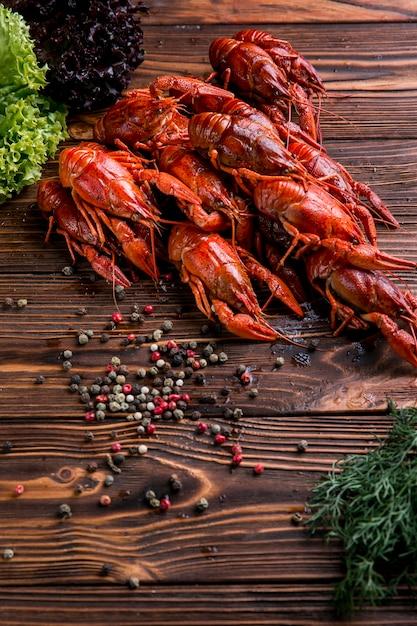 Pyszny Homar Z Owocami Morza Z Przyprawami Premium Zdjęcia
