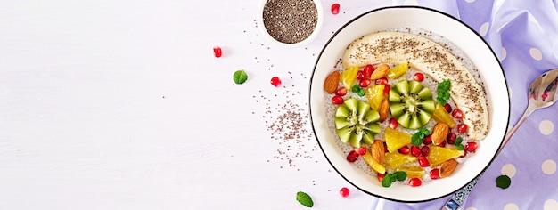 Pyszny I Zdrowy Budyń Chia Z Nasionami Banana, Kiwi I Chia. Darmowe Zdjęcia