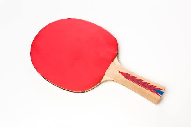 Rakieta do tenisa stołowego na białym tle Premium Zdjęcia