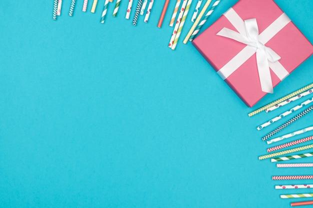 Rama dekoraci przyjęcie na kolorowym tle Premium Zdjęcia