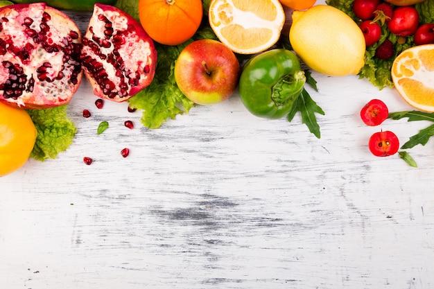 Rama Owoców I Warzyw. Skopiuj Miejsce Wegańskie Czyste Jedzenie. Premium Zdjęcia